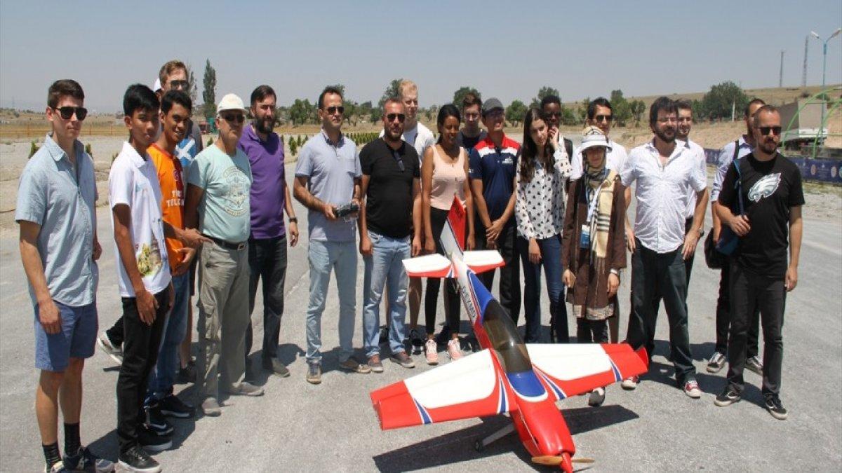 Dünyanın 4 Bir Yanından Gelen Öğrenciler Model Uçak Havalandırdı!
