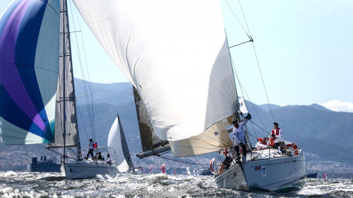İzmir Körfezi'nde Festival Havası Esiyor