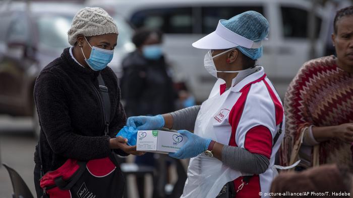 Oxfam raporu uyarıyor: Koronavirüs yüzünden yarım milyar insan daha yoksullaşabilir