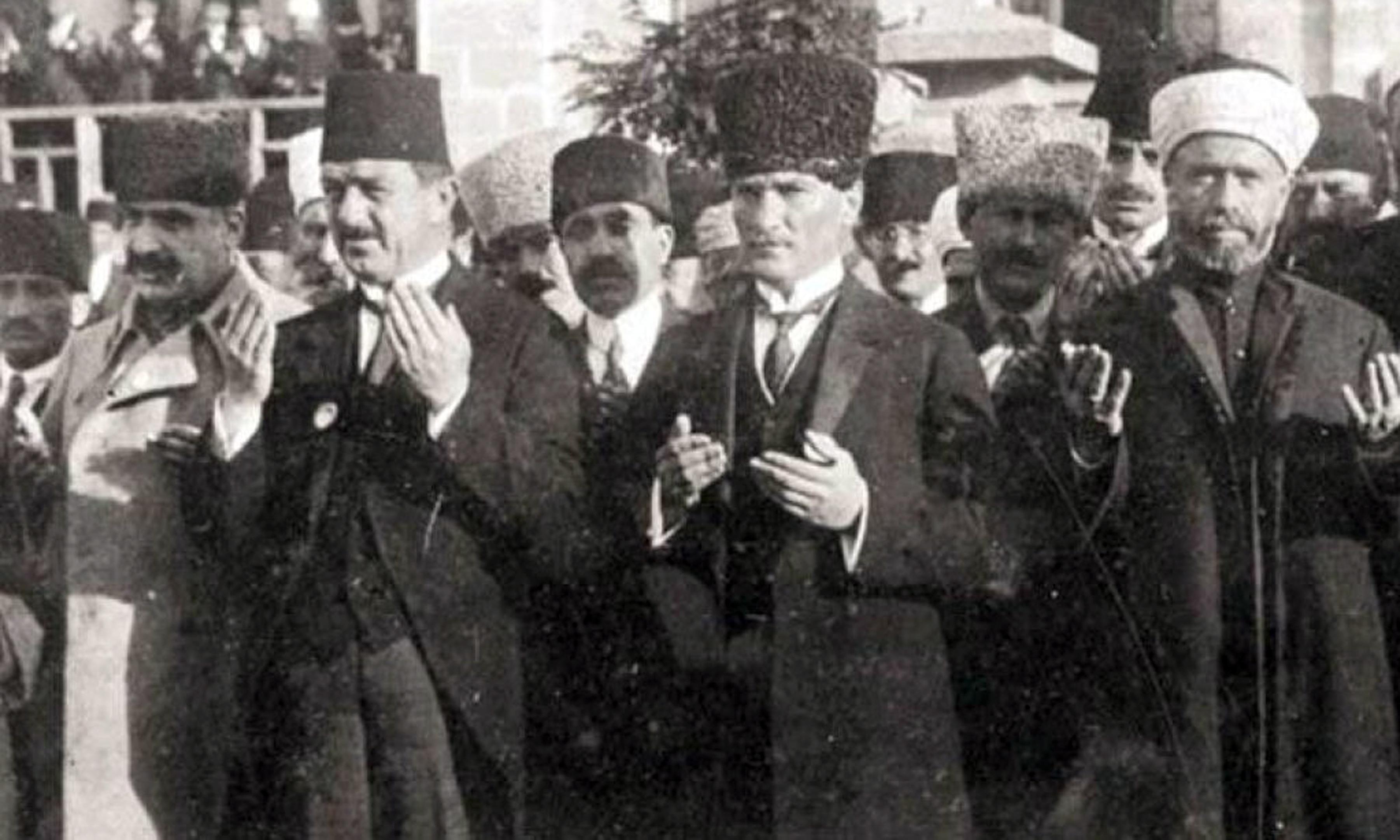 Mustafa Kemal Atatürk 23 Nisan'ı bayram ilan edeceğini ilk kez kime açıkladı?