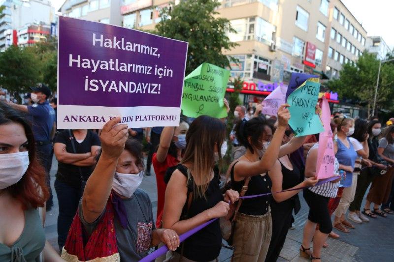 Kadınlar İstanbul Sözleşmesi için sokaklarda