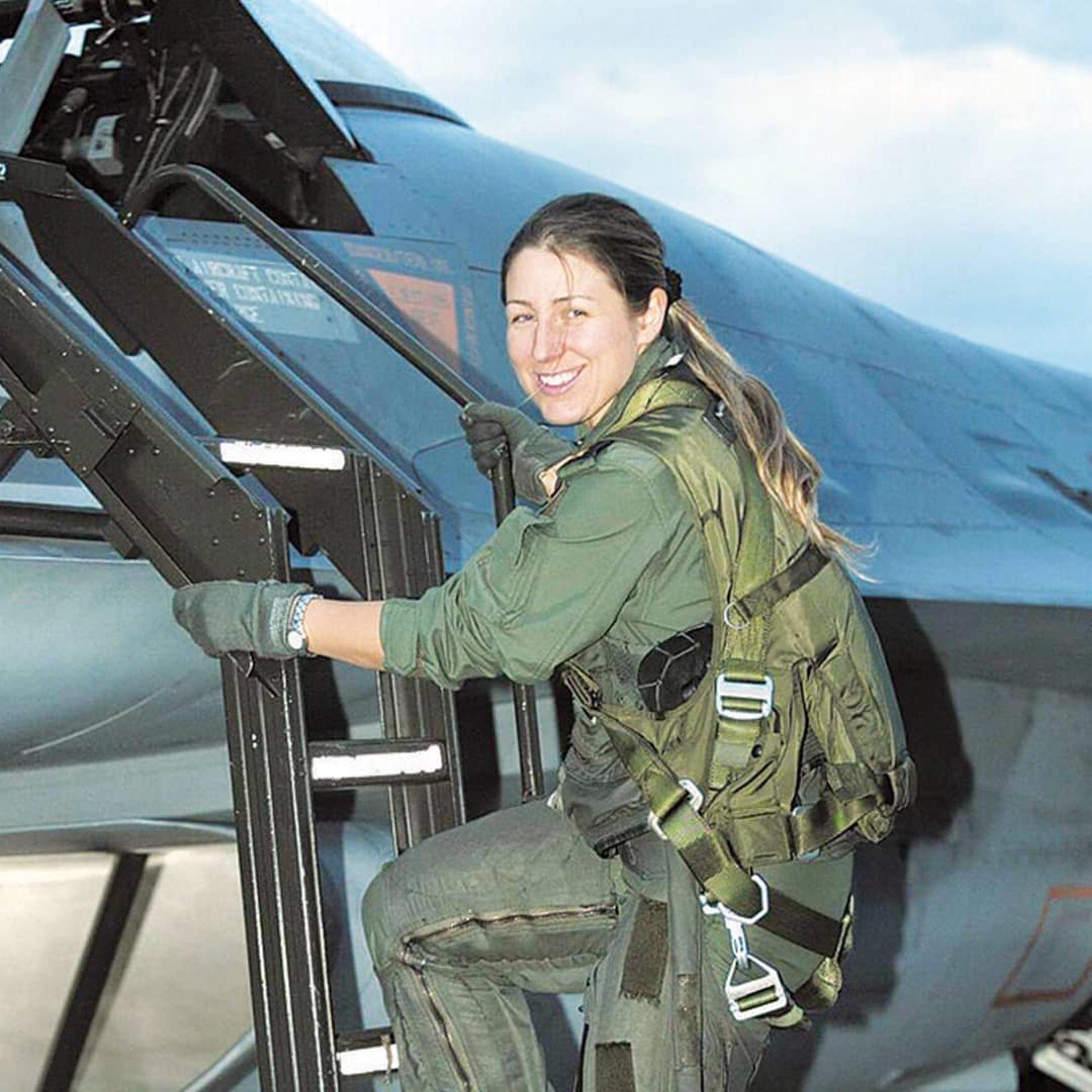 Türkiye'nin ilk kadın F-16 pilotu Berna Şen albaylığa terfi etti