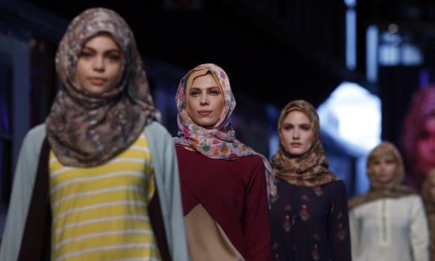 Modanisa online defileler ile moda dünyasını dijitale taşıyor