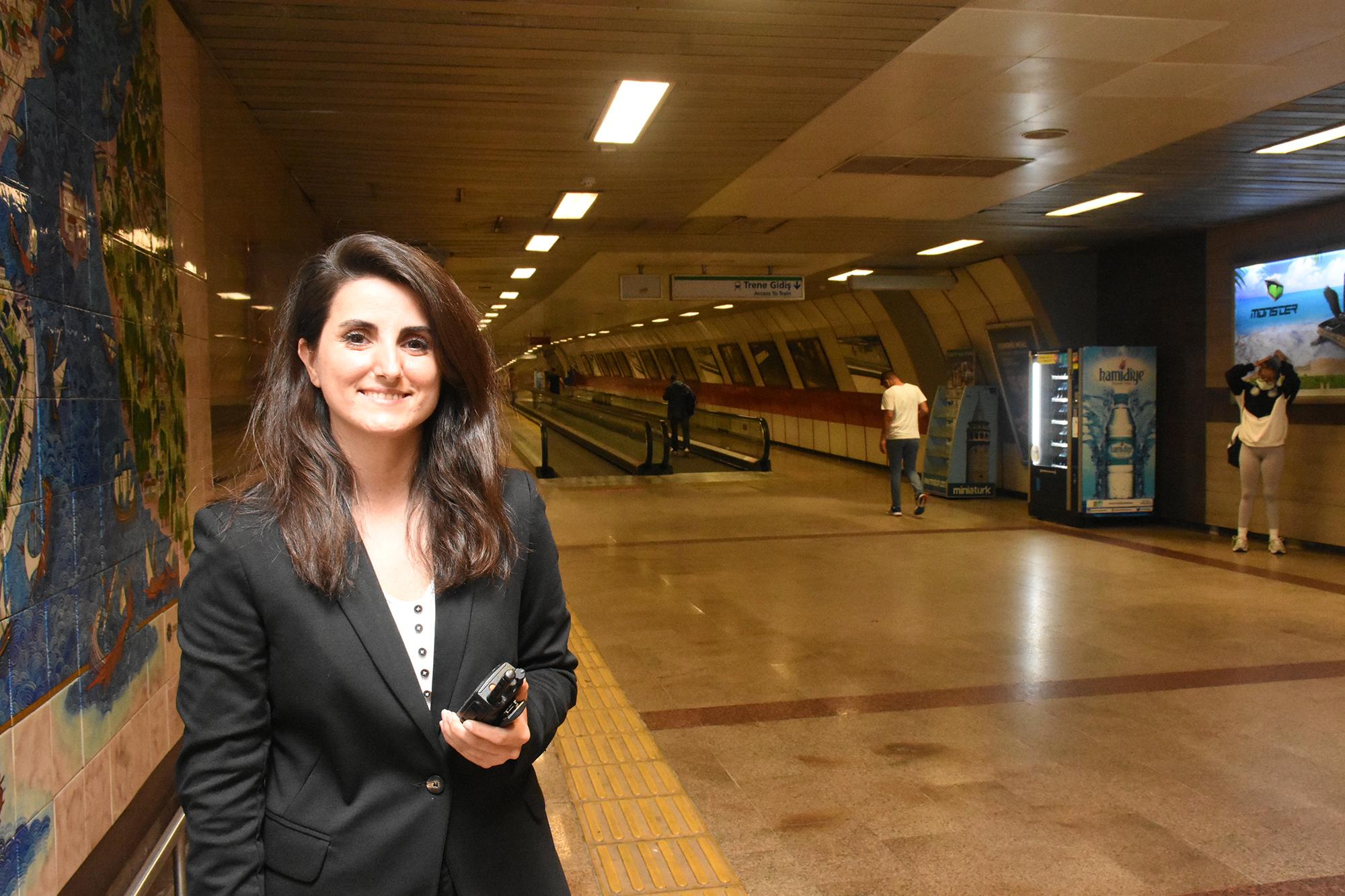 Metrolarda 33 yıl sonra bir ilk: 13 kadın istasyon amiri göreve başladı