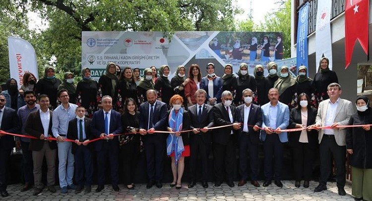 10 Türk 10 Suriyeli ortak ile Orhaneli Kadın Kooperatifi üretime başladı