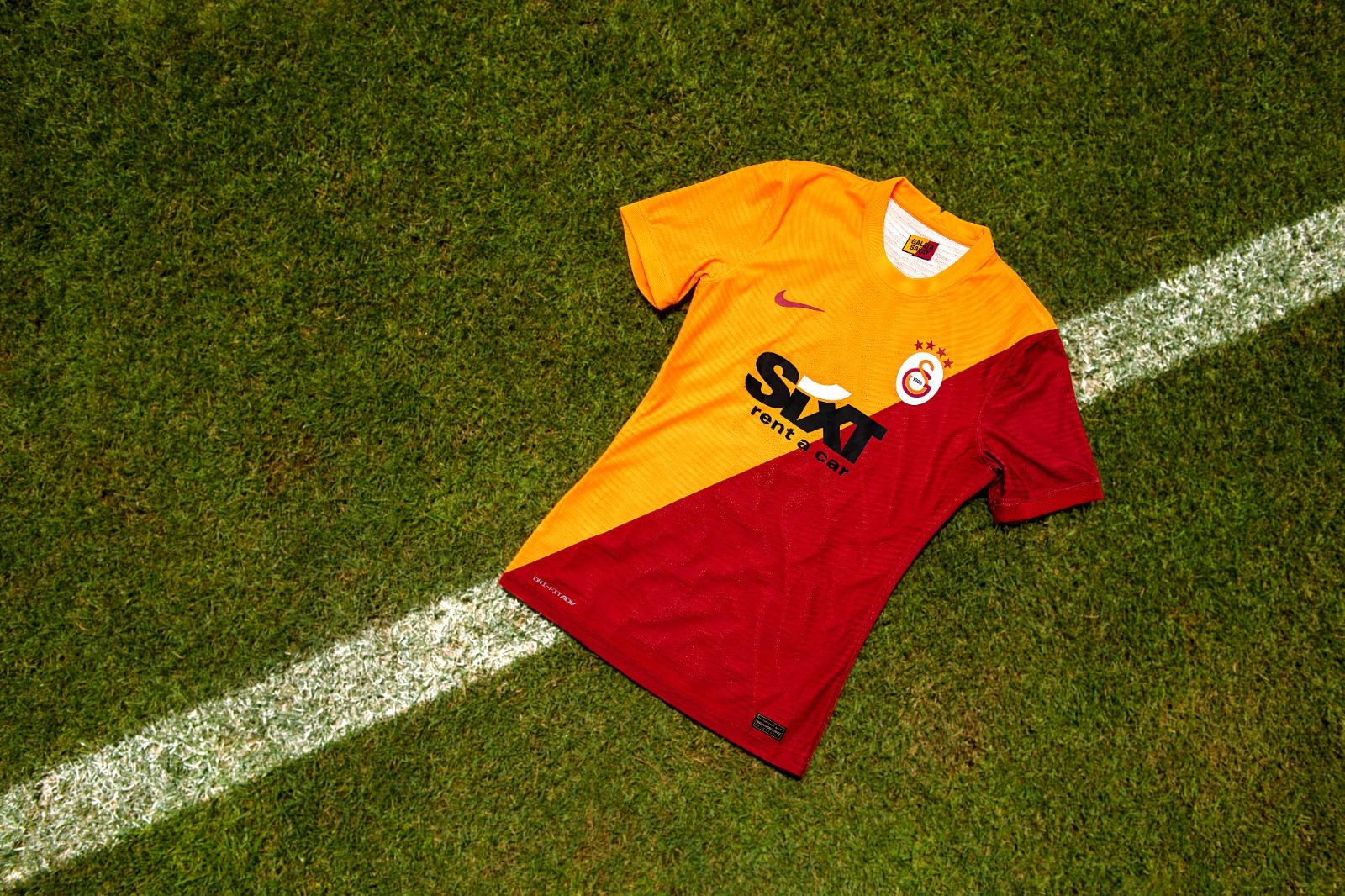 """Galatasaray """"ilk ve tek"""" hikayesini yeni koleksiyonunda anlatıyor"""