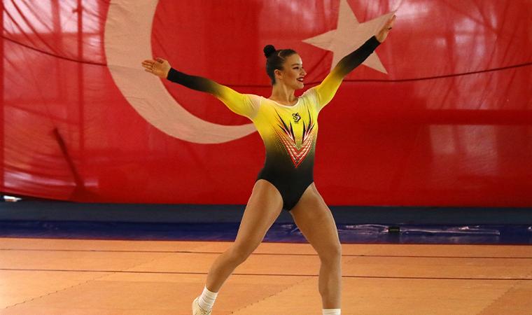 Adidas, milli cimnastik sporcusu Ayşe Begüm Onbaşı'ya sponsor oldu
