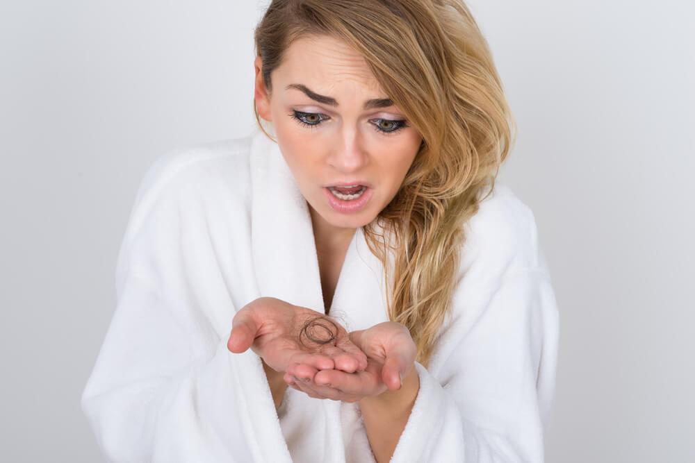 Saç Dökülmesi Neden Olur? Nasıl Önlenir?