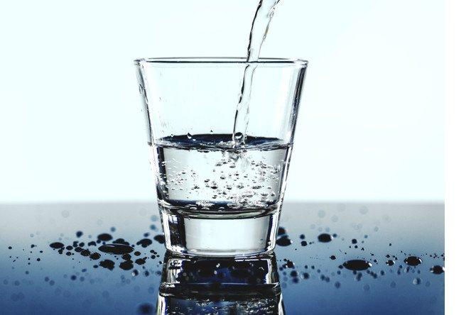 glass-water-macro-shot-53876-32234.jpg