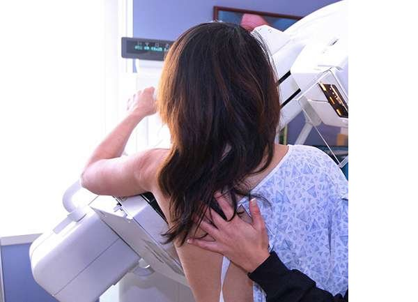 meme-implanti-protezi-olanlarda-mamografi-cekilebilir-mi.jpg