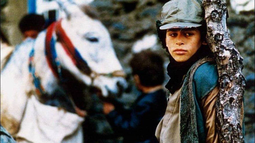 sarhos-atlar-zamani-filmi-1280x720-001.jpg
